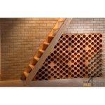 Range bouteille sous escalier