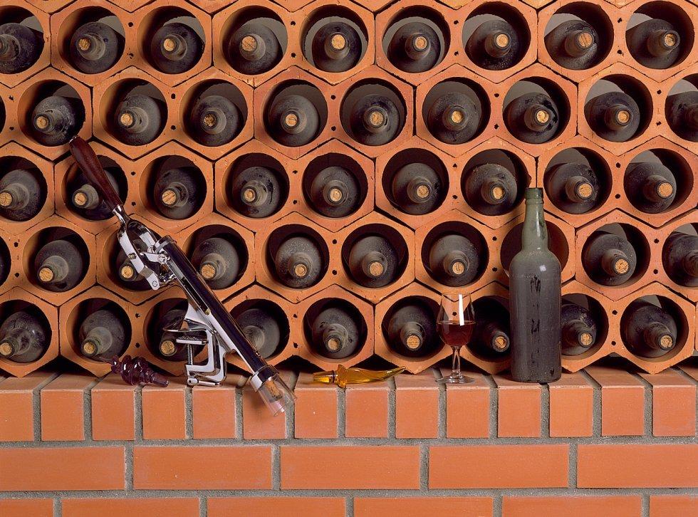Range bouteille vin brique