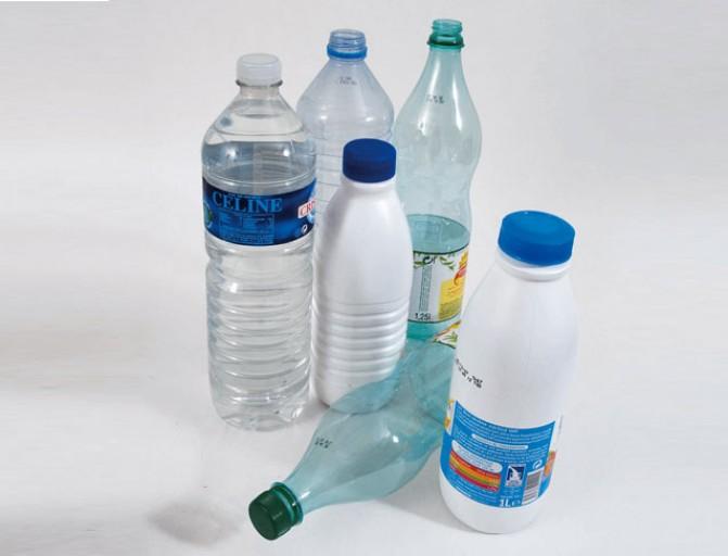 Rangement avec bouteille plastique