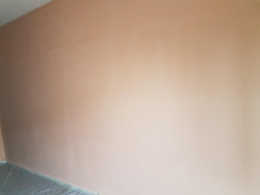 Trace peinture acrylique mur
