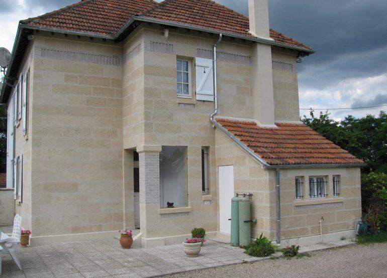Peindre une maison en pierre