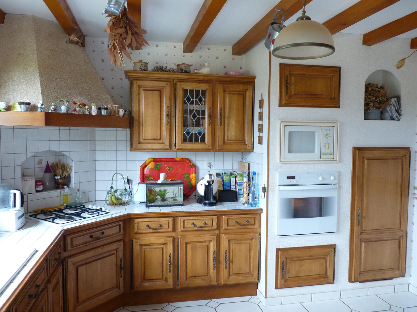 Repeindre une cuisine ancienne en bois