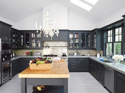 Peindre une cuisine en bois en noir