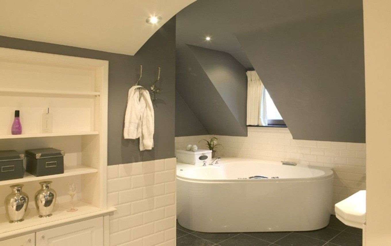 Couleur peinture salle de bain avec carrelage gris - Livreetvin.fr