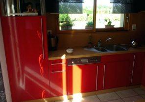 Peinture rouge brillante cuisine