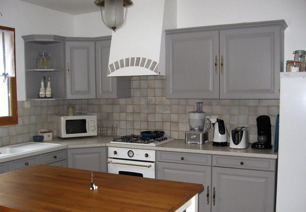 Peindre meuble cuisine pas cher - Comment peindre une cuisine en bois ...