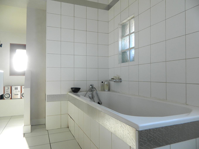 Idee peindre carrelage salle de bain - Livreetvin.fr