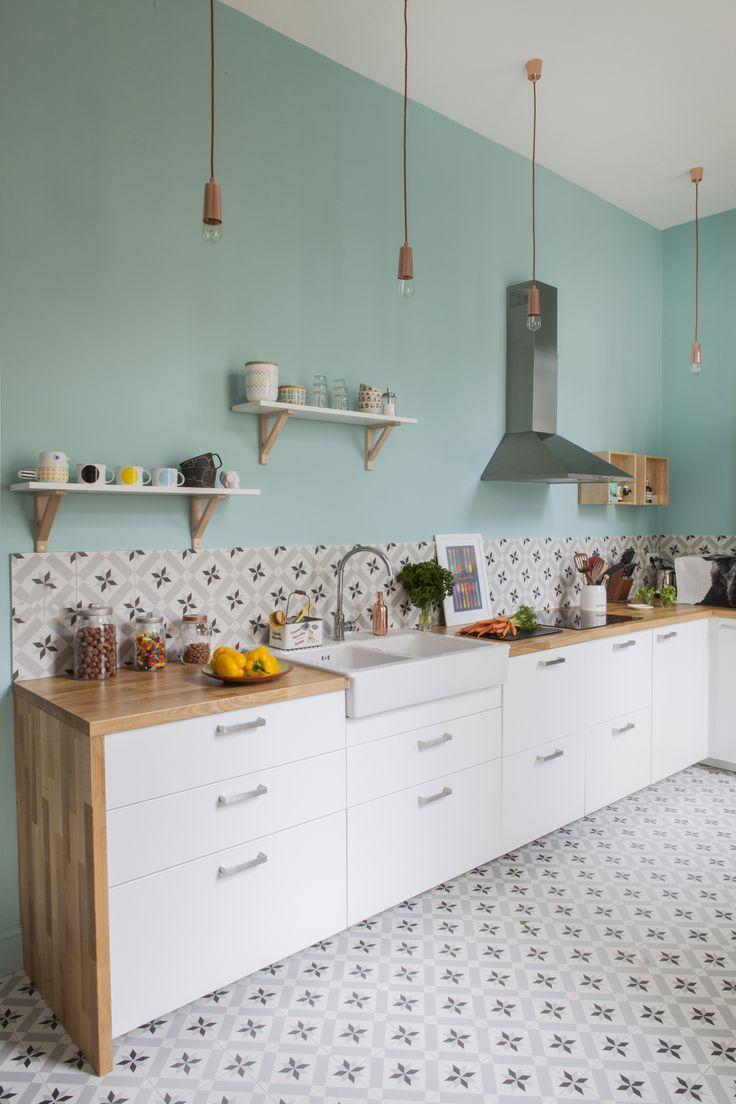 Cuisine blanche et bois peinture rose