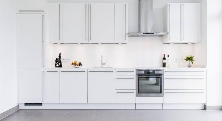 Peindre meuble cuisine en blanc brillant